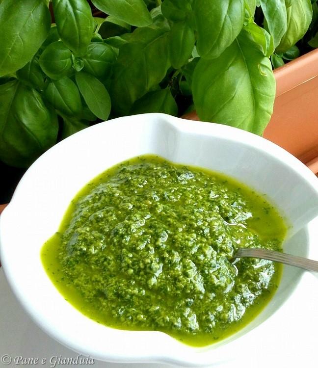 Pesto di basilico senza aglio