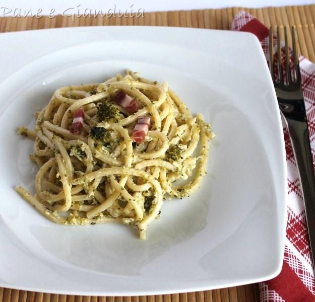 spaghetti broccoli e noci