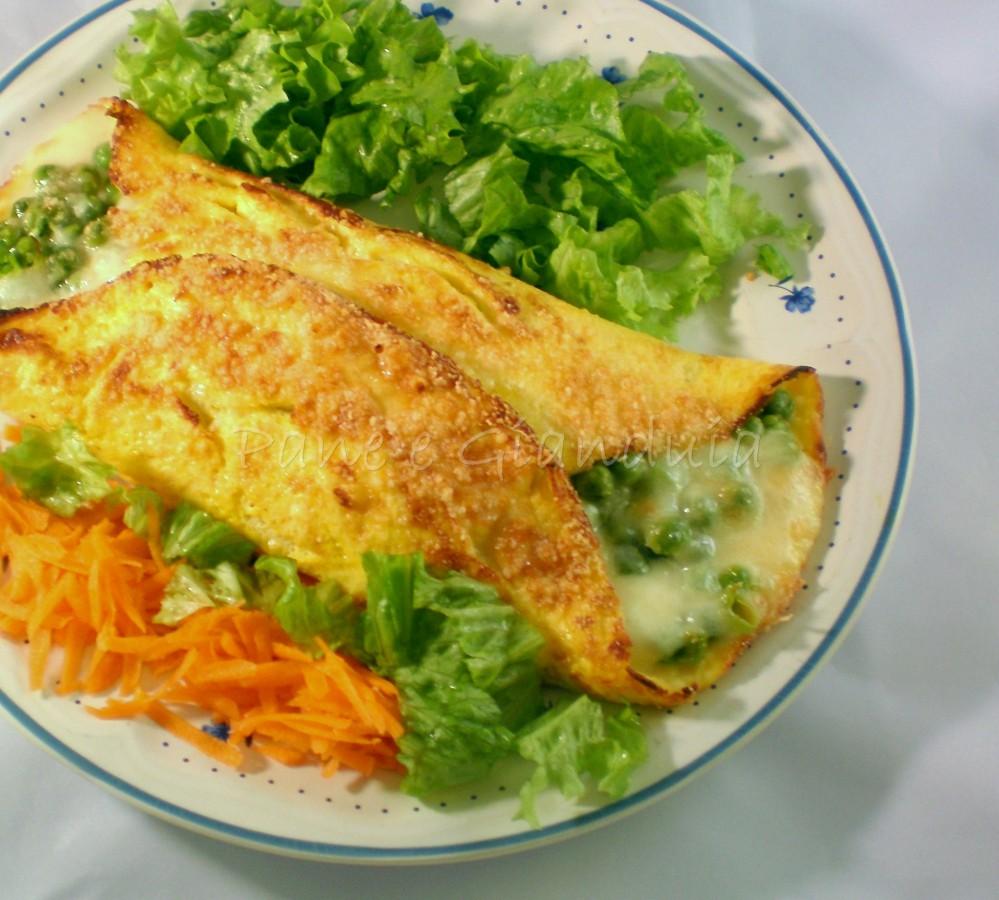 calzone di frittata con piselli e mozzarella