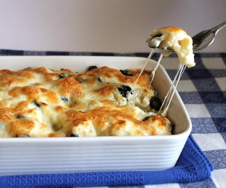 cavolfiore al gratin con mozzarella e olive nere