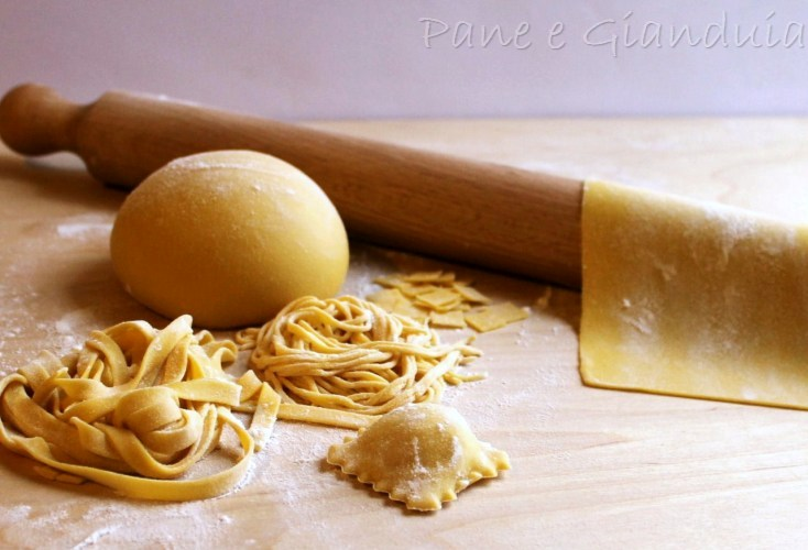 Pasta all'uovo impasto base