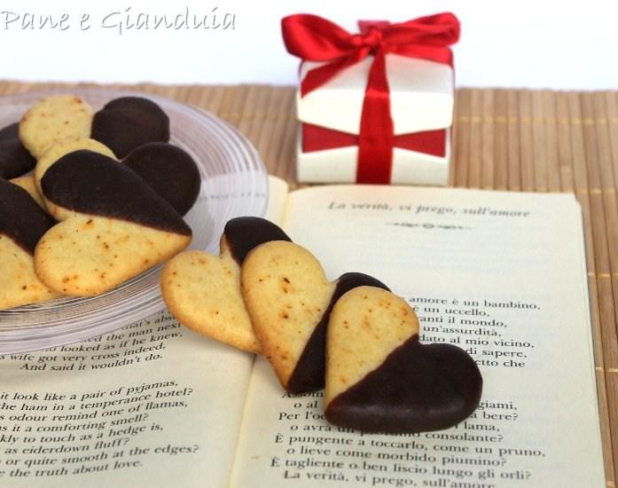 Biscottini cioccolato e peperoncino