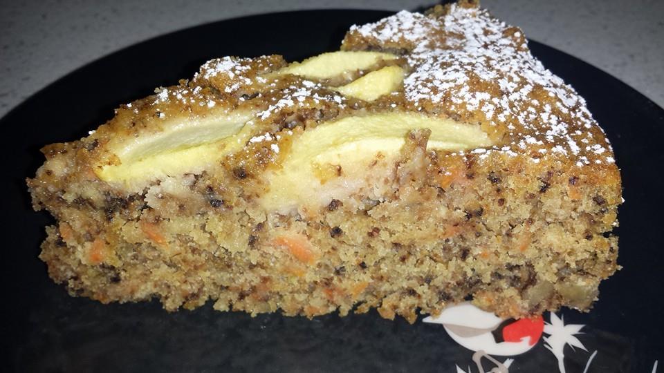 Sara Curotti - Torta carote e noci, personalizzata con mele