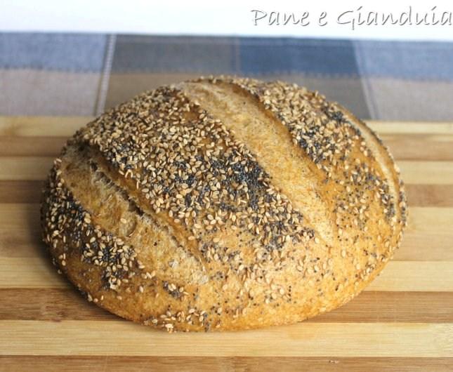 Pane con farine miste e semi