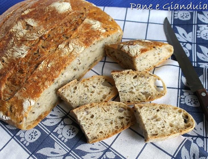 Pane con farina semintegrale e semi misti