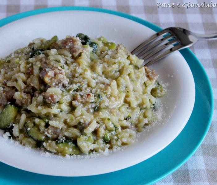 Risotto con zucchine e salsiccia