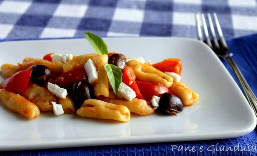 Cavatelli con pomodorini e olive