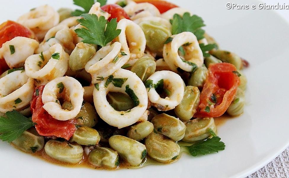 Calamaretti in umido con fave fresche