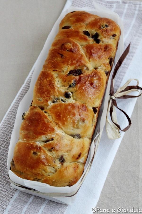 Treccia di pane con uvetta e yogurt