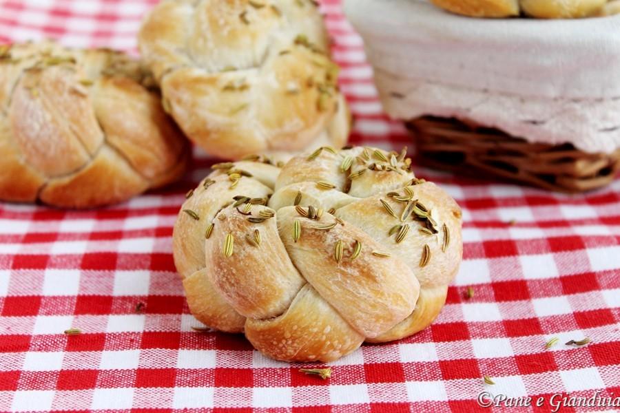 Roselline di pane con semi di finocchio