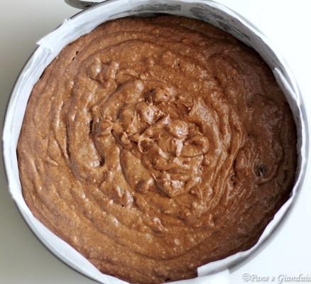 Torta al cioccolato fondente, uvetta e mandorle