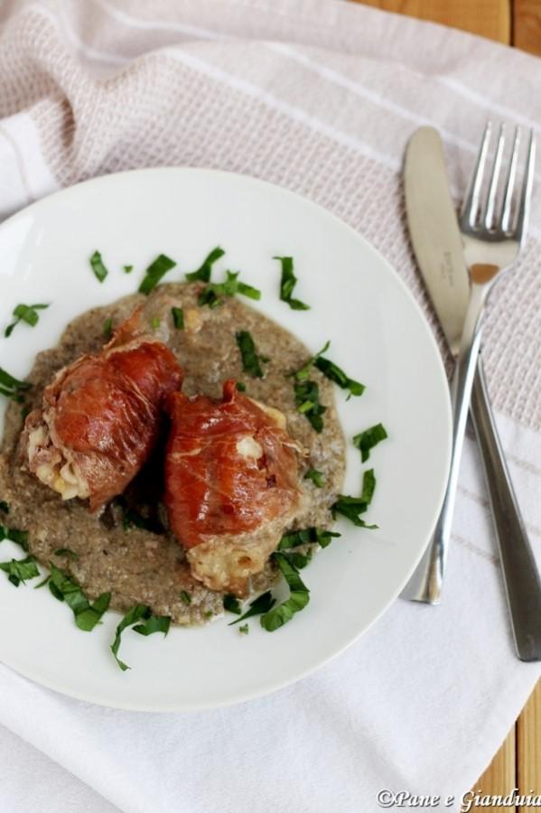 Involtini di pollo con crema di funghi