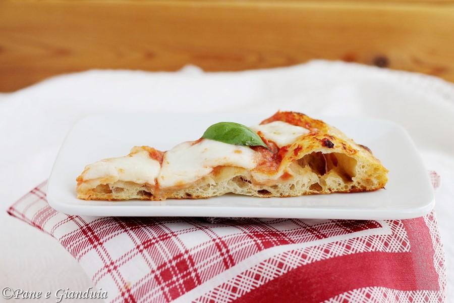 Pizza con lievito naturale e prefermento