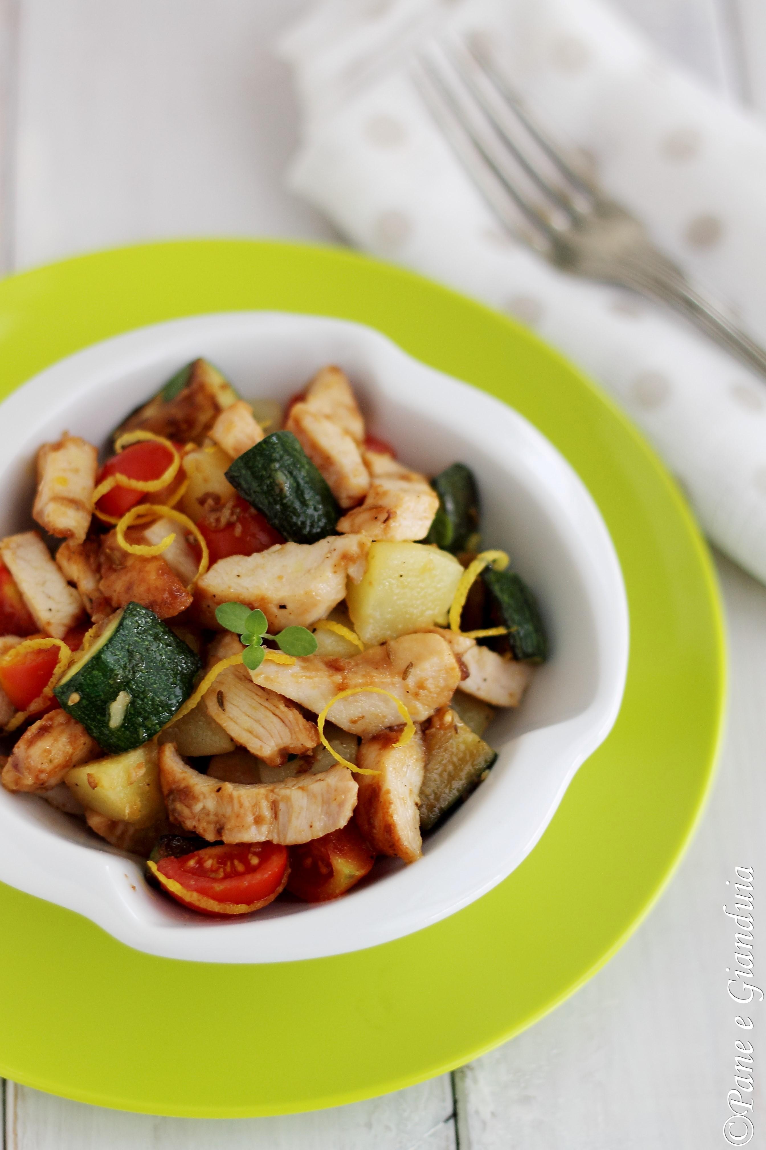 Insalata di pollo arrosto e verdure