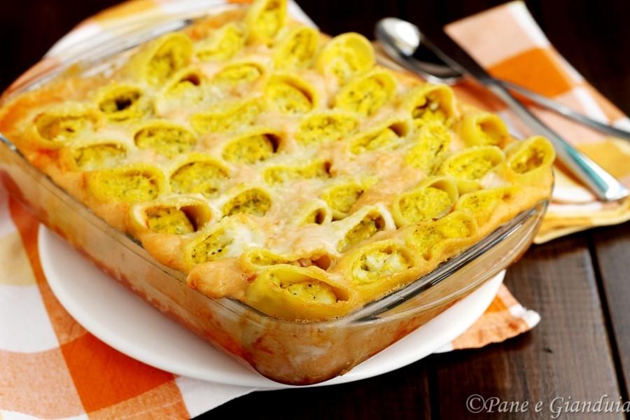 Paccheri ripieni con ricotta seirass, zucca e broccoli