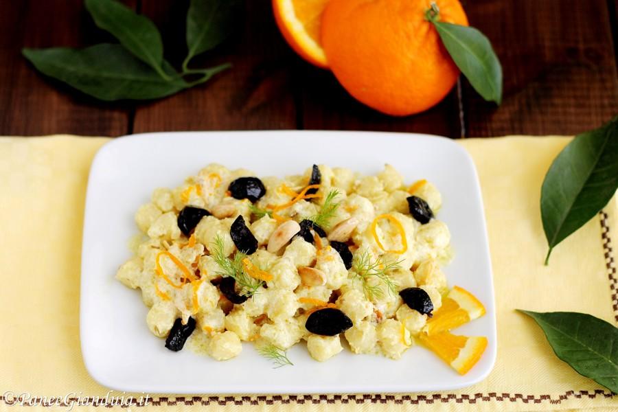 Chicche di patate con salsa di arance olive e mandorle
