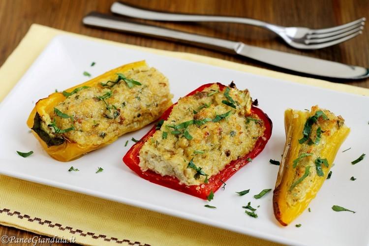 Peperoni cornetto ripieni con quinoa e olive