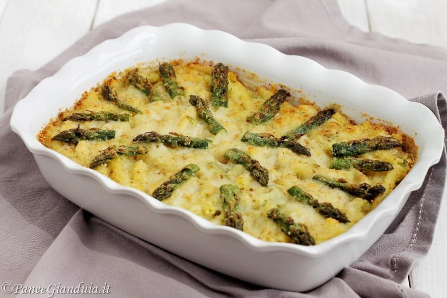 Ziti al forno con asparagi e provolone