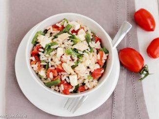Insalata di riso con primosale, pomodorini e rucola