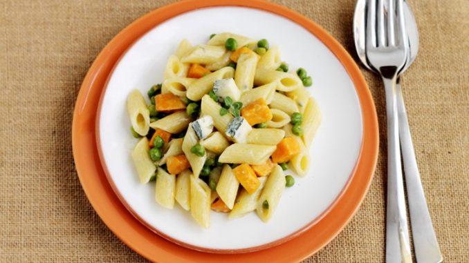Penne con patate dolci, piselli e gorgonzola