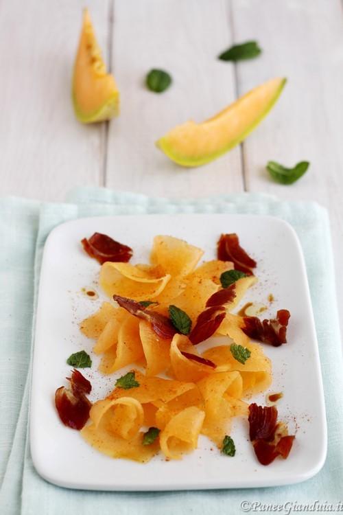 Carpaccio di melone con prosciutto croccante
