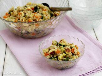 Insalata di quinoa con verdure e frittatina