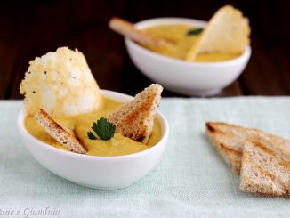 Bruschetta scomposta con mousse di peperoni e alici
