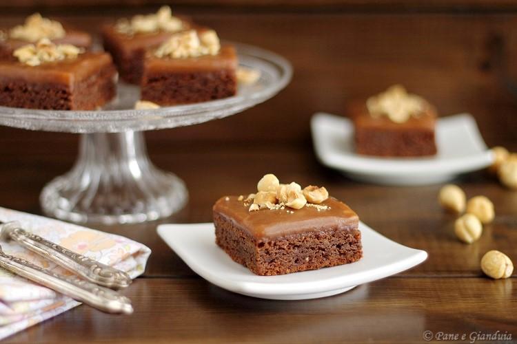 Brownies mandorle e nocciole con crema mou