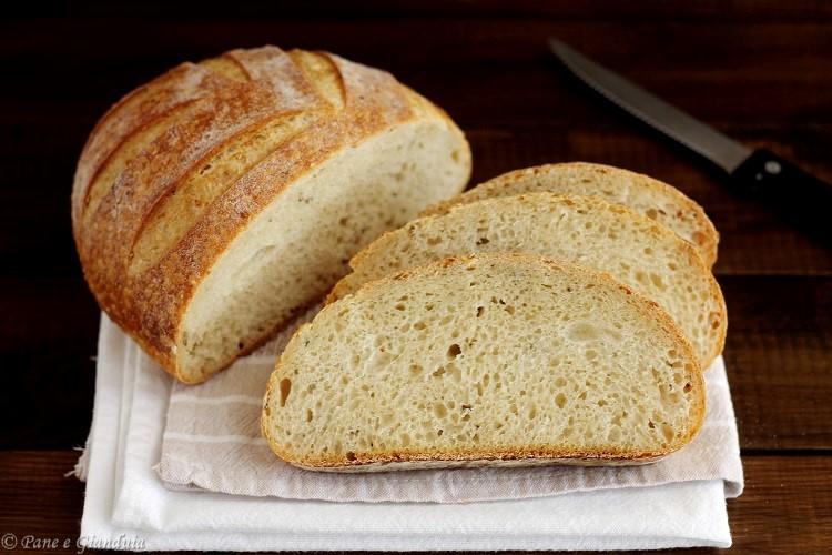 Pane con grano duro e semi di canapa