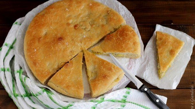 Focaccia ripiena con porri e gorgonzola