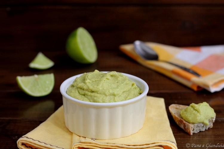Crema di avocado con lime e paprika