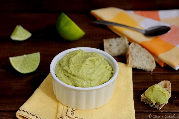 Crema di avocado con paprika e lime