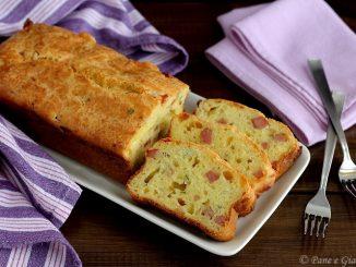 Plumcake salato con formaggi e mortadella