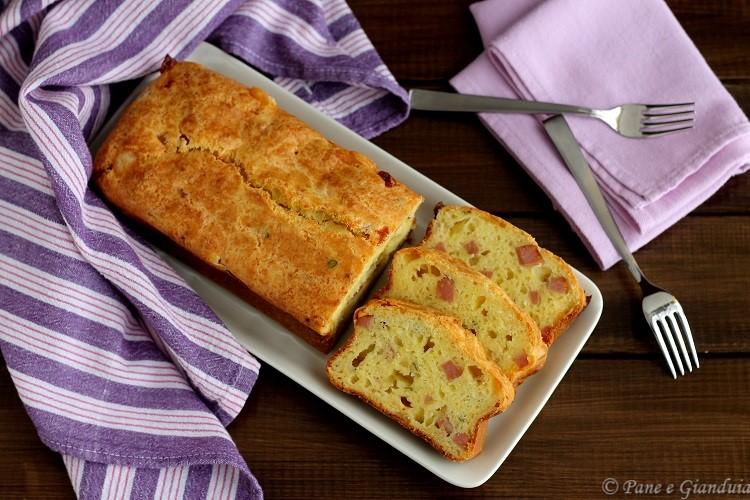 Plumcake salato con formaggio e mortadella