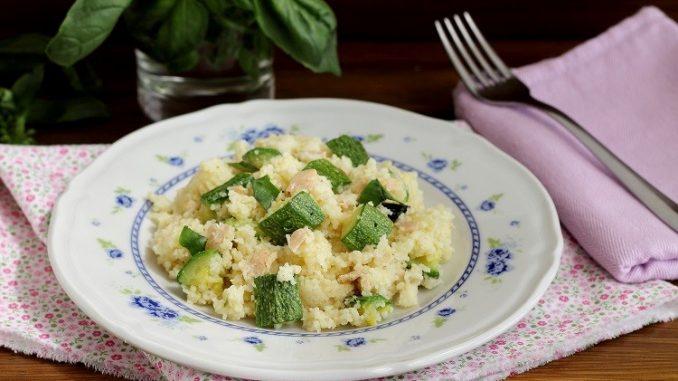 Cous cous al basilico con zucchine e tonno