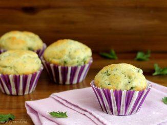 Muffin salati con asparagi e parmigiano