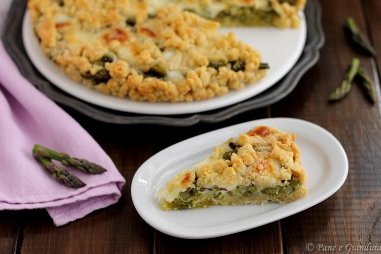 Sbriciolata salata con asparagi e stracchino