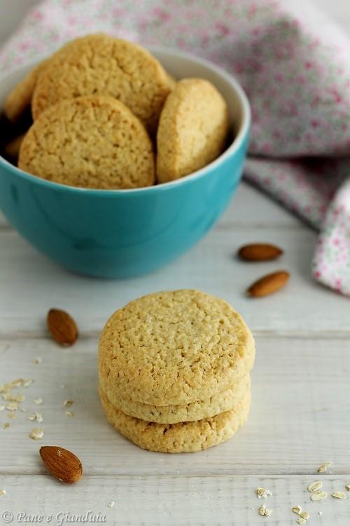 Biscotti al farro con fiocchi di avena e mandorle
