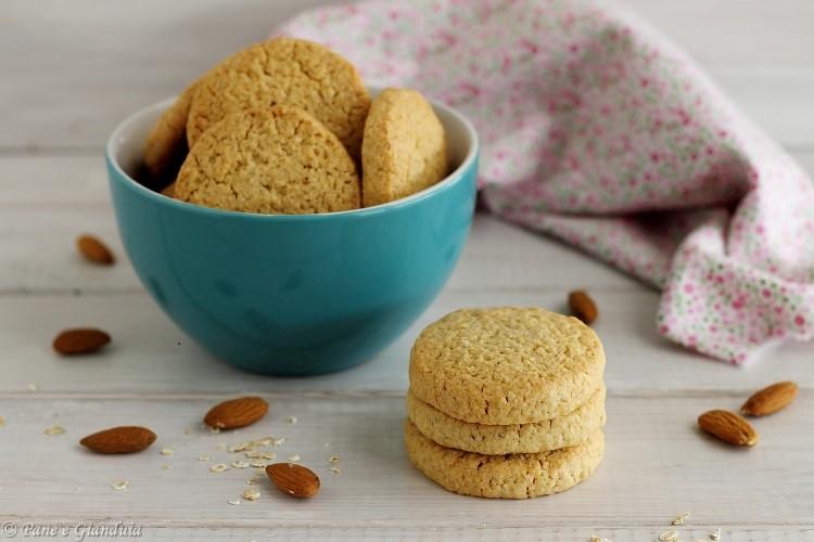 Biscotti di farro con fiocchi di avena e mandorle