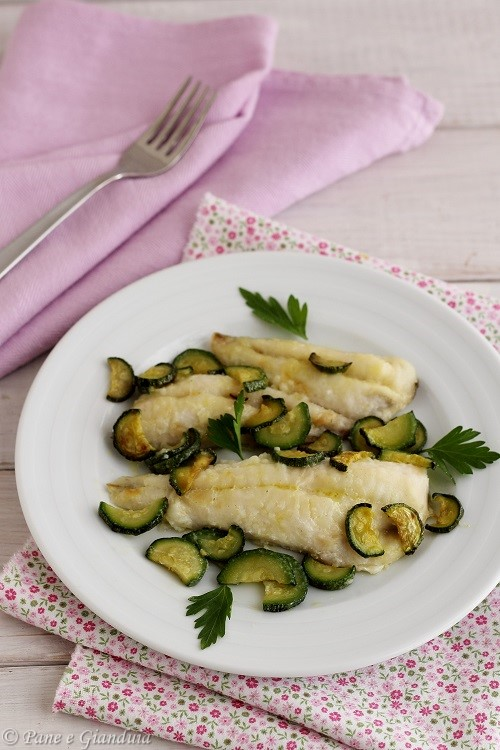 Filetti di gallinella e zucchine al forno