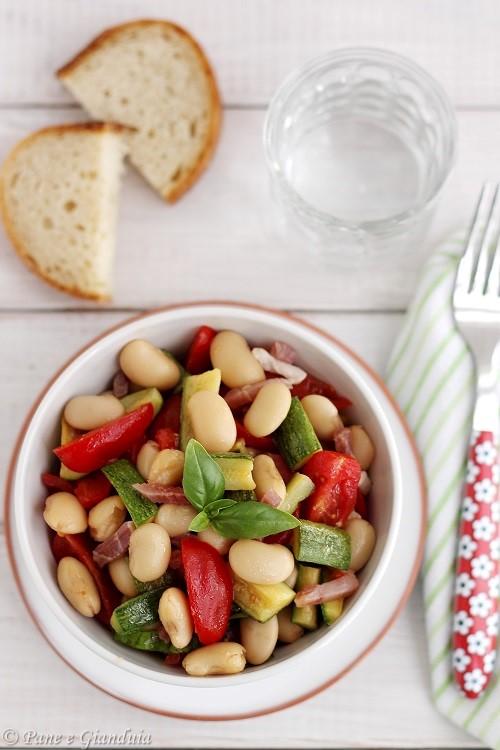 Insalata di fagioli corona con pomodorini datterini e zucchine