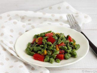 Spatzle saltati con peperoni e semi di chia