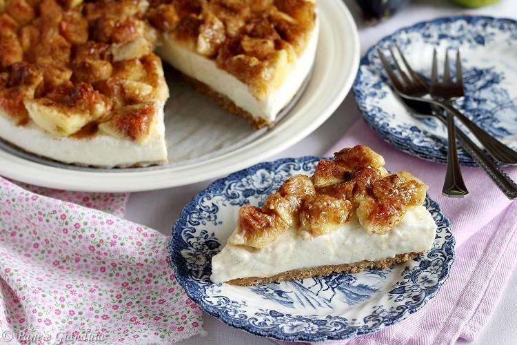 Torta fredda cheesecake con ricotta e fichi