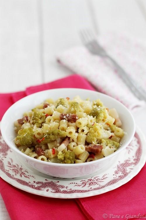 Ditali rigati con broccolo e pecorino romano