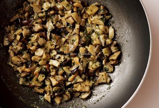 Lasagne funghi salsiccia e formaggio