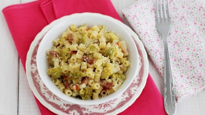 Tubetti con broccolo e pecorino romano