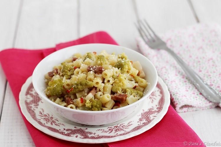 Tubetti con broccolo e pecorino