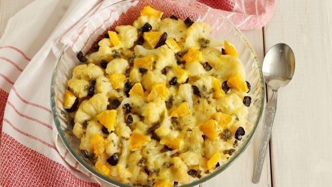 Cavolfiore al forno con arance e olive