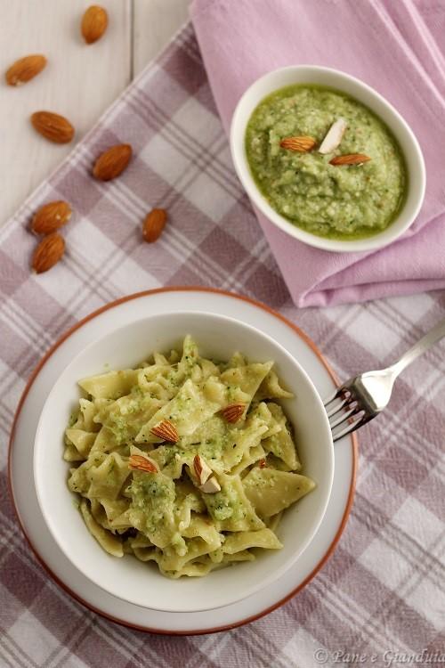 Pasta con pesto di foglie di cavolfiore