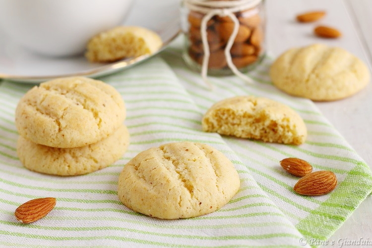 Biscotti di grano duro con mascarpone e mandorle